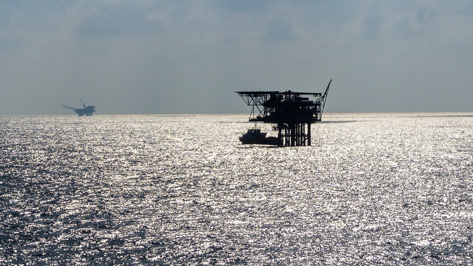 GettyImages-1005353538_oil rigs (1).jpg