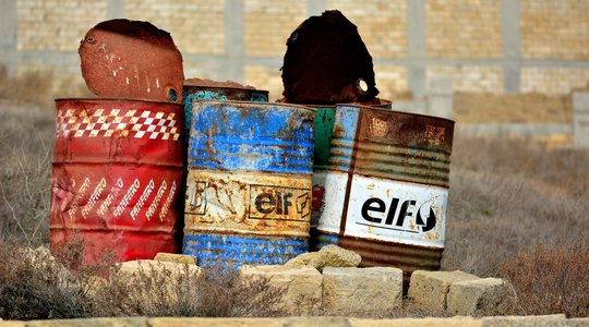 elf oil cans